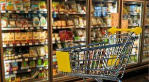 Alimentation: les supermarchés continuent d'imposer leur loi malgré la loi (industriels et coopératives)